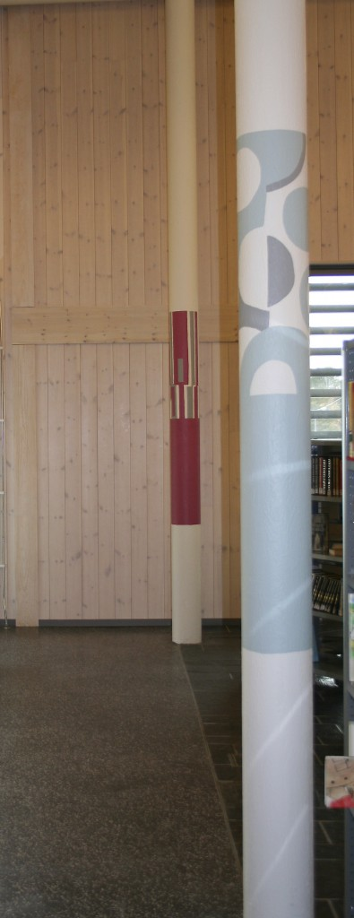 Geilo Bibliotek, søyler, akrylmaling.